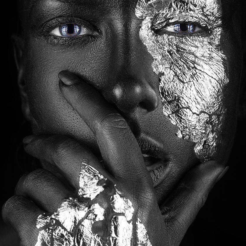 Fasion portrait dark-skinned_ 1041875